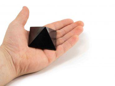 Shungite Pyramid 5 cm (M) - Crystal Dreams