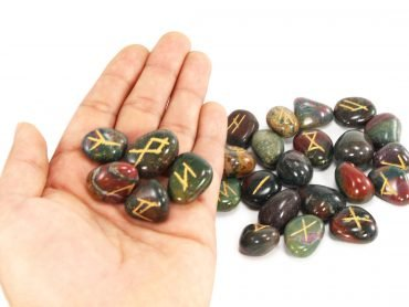 Bloodstone Runes Set - Crystal Dreams