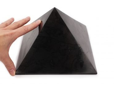Shungite Pyramid (XXL) - Crystal Dreams